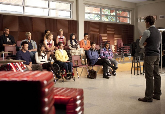 Una scena di gruppo dell'episodio Never Been Kissed di Glee