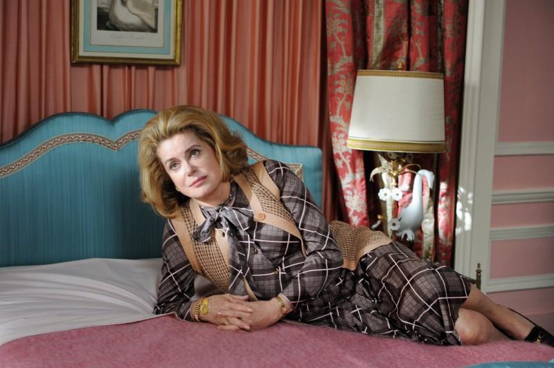 Catherine Deneuve, protagonista assoluta del film Potiche