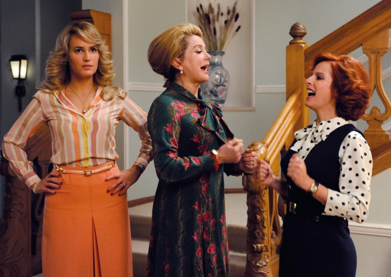 Catherine Deneuve tra Judith Godrè e Karin Viard nel film Potiche