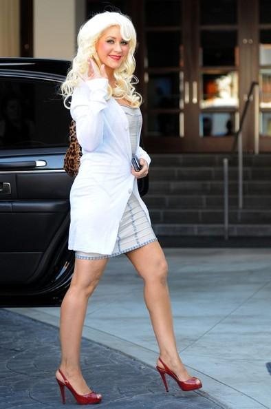 Christina Aguilera mentre lascia il suo albergo
