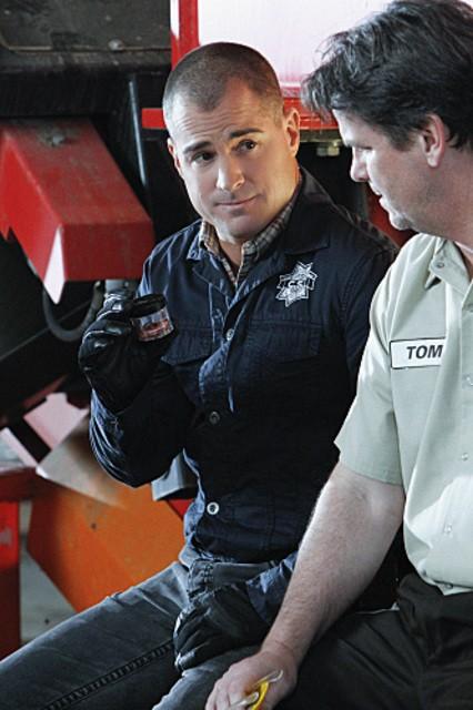 George Eads in CSI: Scena del crimine nell'episodio Bump & Grind
