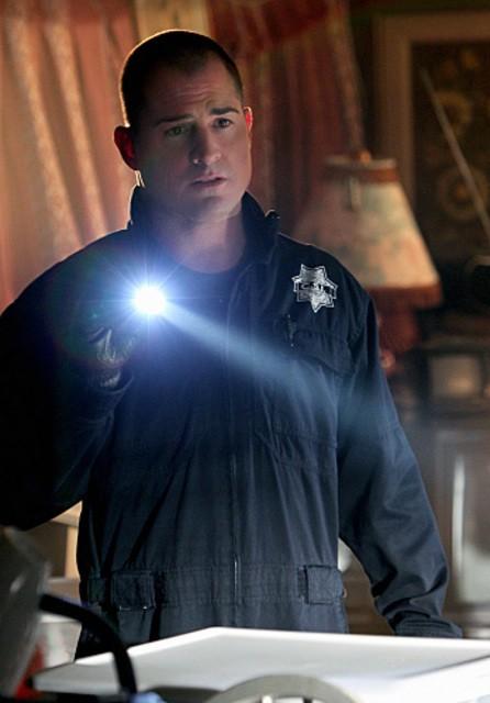 George Eads in CSI: Scena del crimine, nell'episodio House of Hoarders