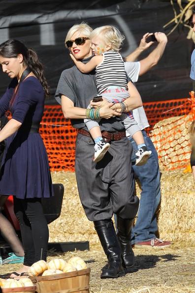 Gwen Stefani e i suoi figli Kingston e Zuma fanno visita alle zucche di Mr. Bones