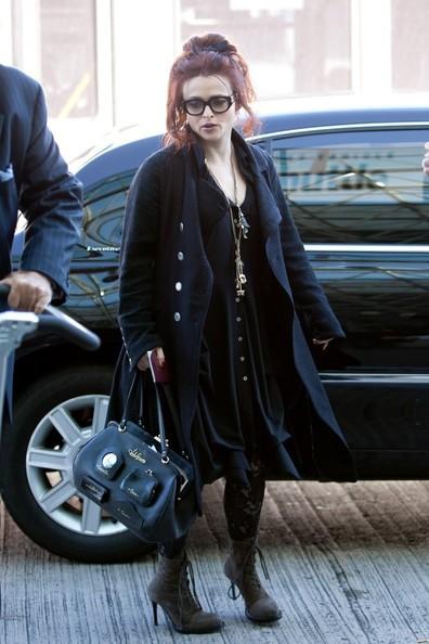 Helena Bonham Carter si prepara a partire dal Los Angeles International Airport