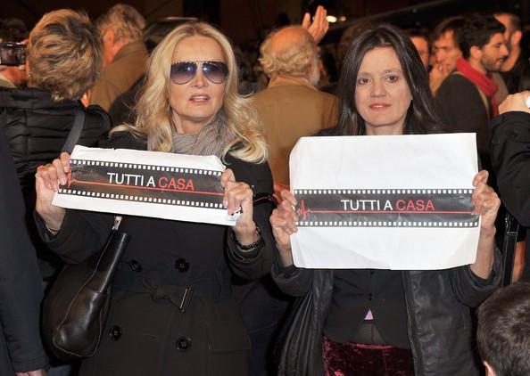 Roma 2010, serata inaugurale: c'è anche Barbara Bouchet, tra i manifestanti
