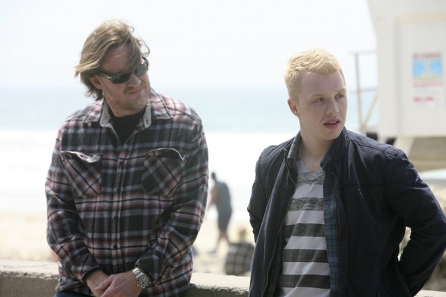Donal Logue e Noel Fisher in Terriers nell'episodio Missing Persons