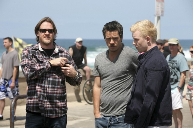 Donal Logue, Michael Raymond-James e Noel Fisher in Terriers nell'episodio Missing Persons