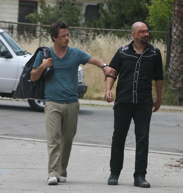 Michael Raymond-James e Maximiliano Hernandez in Terriers nell'episodio Agua Caliente