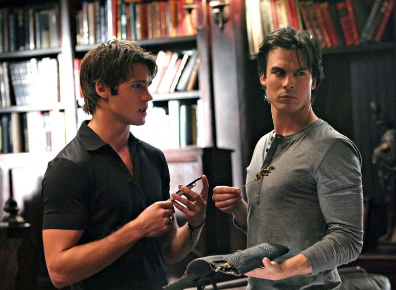 Jeremy (Steven R. McQueen) e Damon (Ian Somerhalder) nell'episodio Plan B di Vampire Diaries