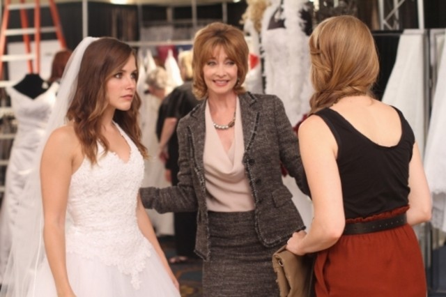 Brooke (Sophia Bush), Sylvia (Sharon Lawrence) e Haley (Bethany Joy Galeotti) nell'episodio Luck Be a Lady di One Tree Hill