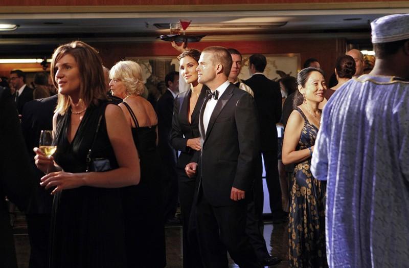 Chris O'Donnell e Daniela Ruah ad una festa nell'episodio Anonymous di NCIS: Los Angeles