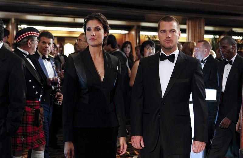 Chris O'Donnell e Daniela Ruah in una scena dell'episodio Anonymous di NCIS: Los Angeles