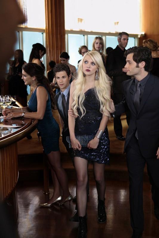 Connor Paolo, Taylor Momsen e Penn Badgley nell'episodio Easy J di Gossip Girl