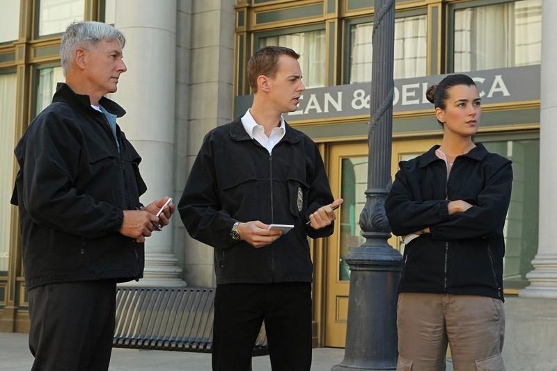 Gibbs (Mark Harmon), McGee (Sean Murray) e Ziva (Cote de Pablo) nell'episodio Cracked di N.C.I.S.