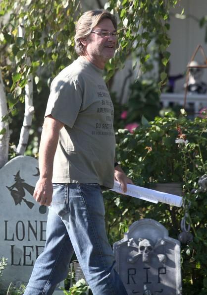 Kurt Russell saluta Goldie Hawn dopo una visita a una casa di amici in Santa Monica