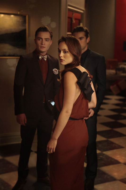 Leighton Meester, Ed Westwick e Chace Crawford nell'episodio War at the Roses di Gossip Girl