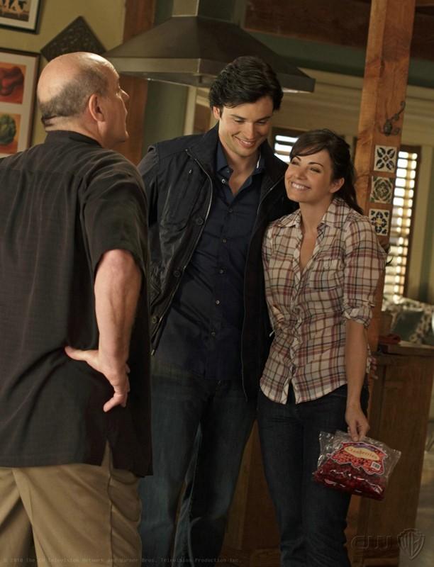 Michael Ironside, Tom Welling ed Erica Durance in una scena dell'episodio Ambush di Smallville