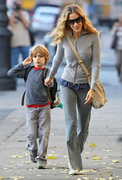 Sarah Jessica Parker con suo figlio James Wilkie Broderick va verso la scuola nel West Village di New York