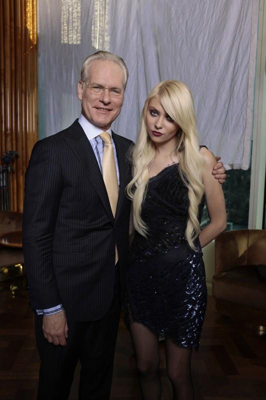 Tim Gunn e Taylor Momsen posano assieme per l'episodio Easy J di Gossip Girl