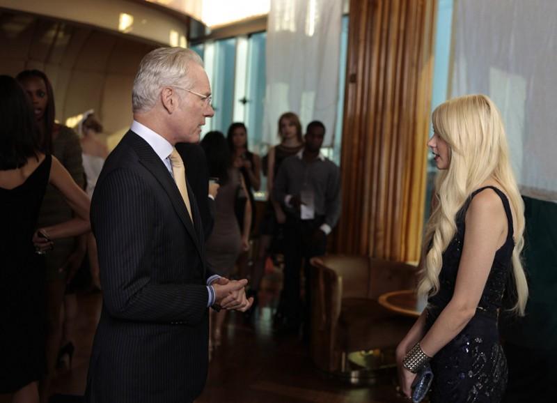Tim Gunn parla con Jenny Humphrey (Taylor Momsen) nell'episodio Easy J di Gossip Girl