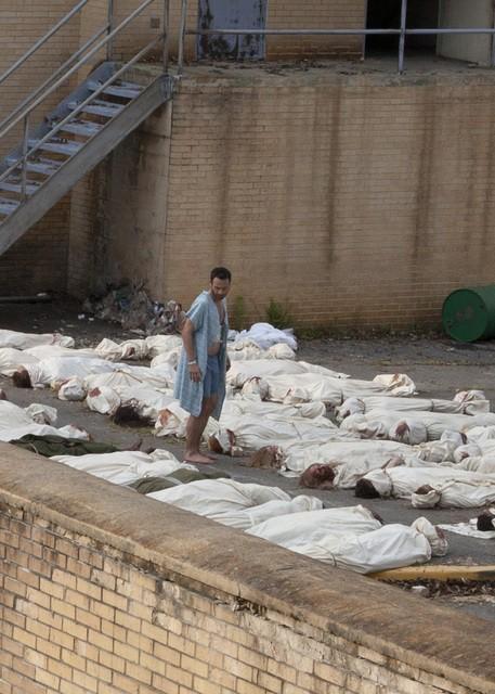 Andrew Lincoln in un momento dell'episodio Days Gone Bye di The Walking Dead