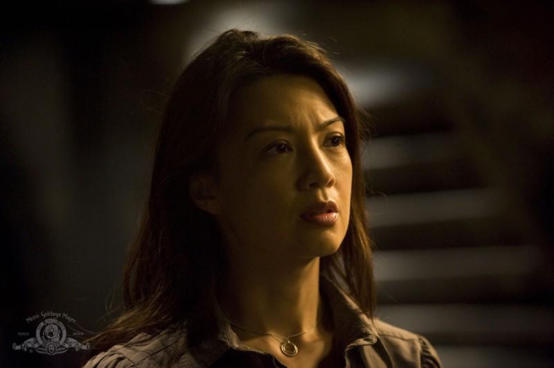 Camille (Ming-Na) in un momento nell'episodio Awakenings di Stargate Universe