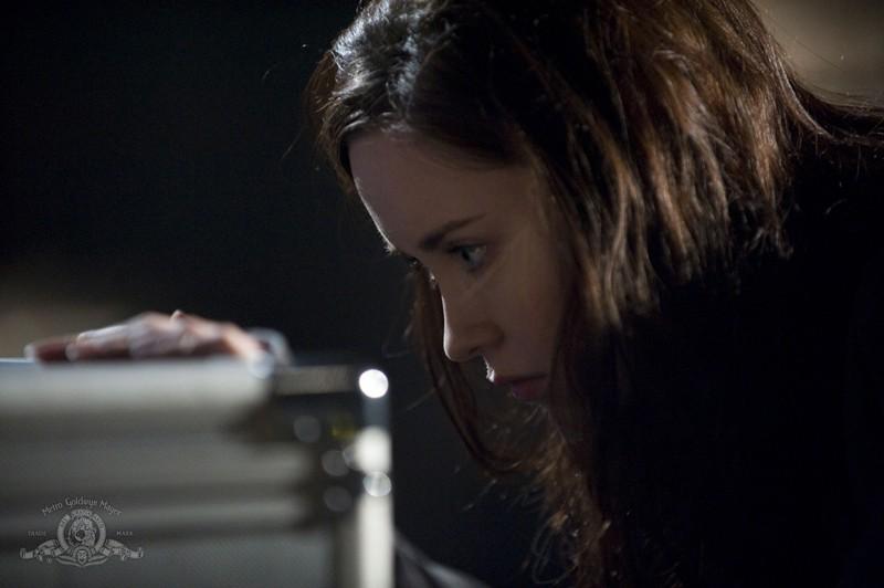 Chloe (Elyse Levesque) nell'episodio Pathogen di Stargate Universe