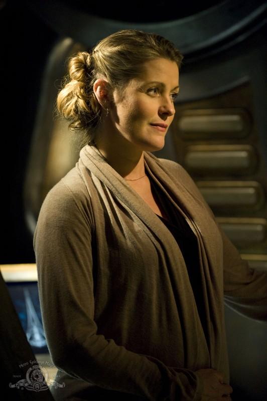 Gloria (Louise Lombard) in una scena dell'episodio Aftermath di Stargate Universe
