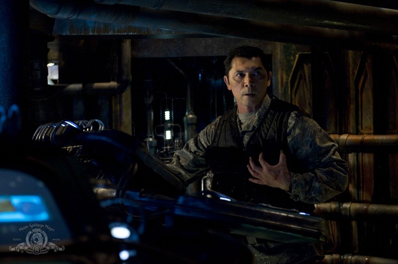 Il Col. Telford (Lou Diamond Phillips) nell'episodio Awakenings di Stargate Universe