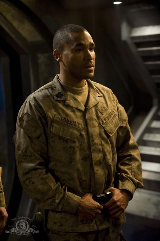 Il Sergente Greer (Jamil Walker Smith) nella puntata Pathogen di Stargate Universe
