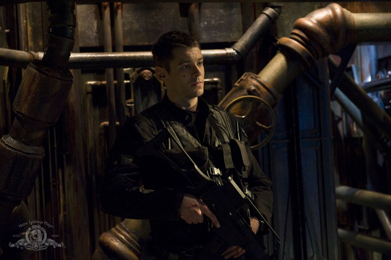 Il Tenente Scott (Brian J. Smith) nell'episodio Awakenings di Stargate Universe