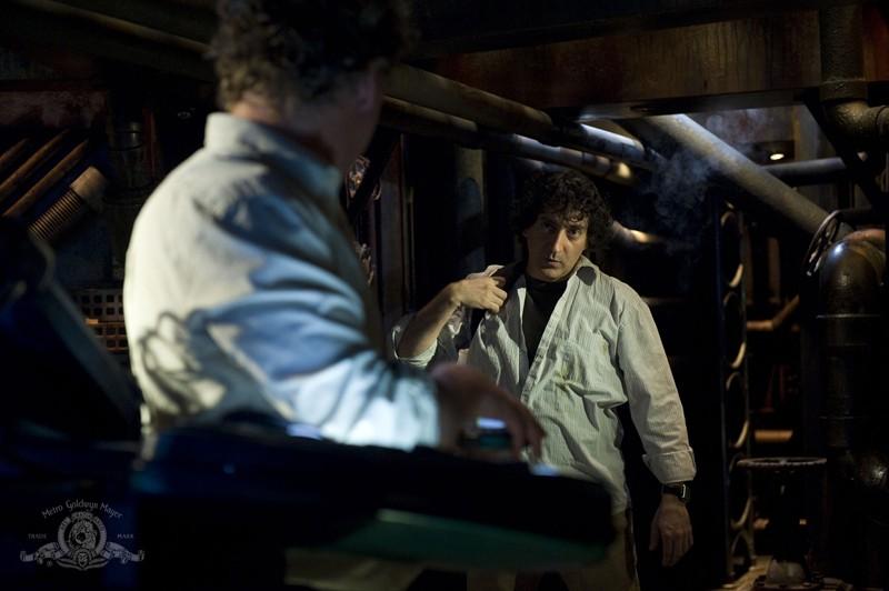 Patrick Gilmore (di spalle) e Peter Kelamis nell'episodio Awakenings di Stargate Universe