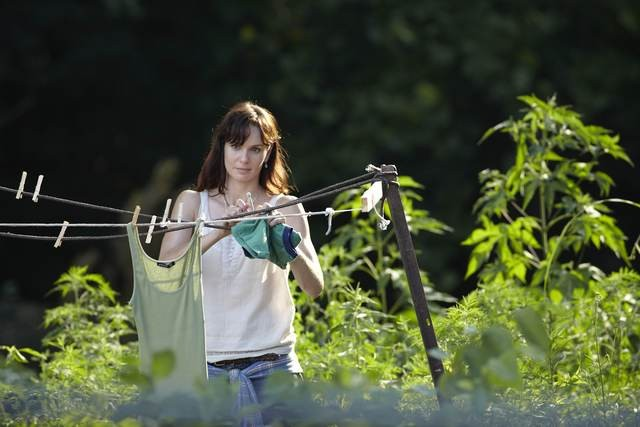 Sarah Wayne Callies in una scena dell'episodio Days Gone Bye di The Walking Dead