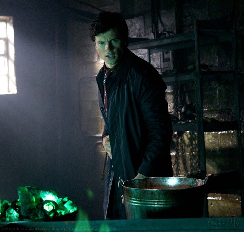 Tom Welling indebolito dalla kryptonite nell'episodio Abandoned di Smallville
