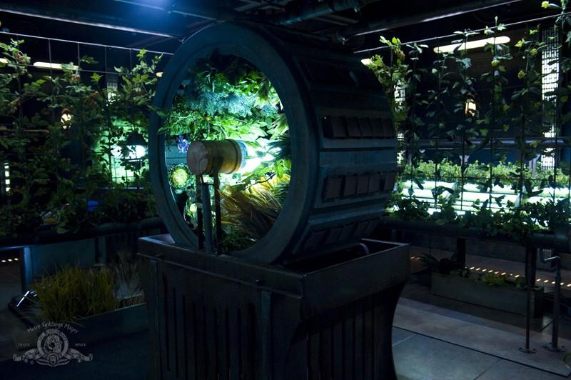 Un'immagine del laboratorio di coltura idroponica nell'episodio Awakenings di Stargate Universe