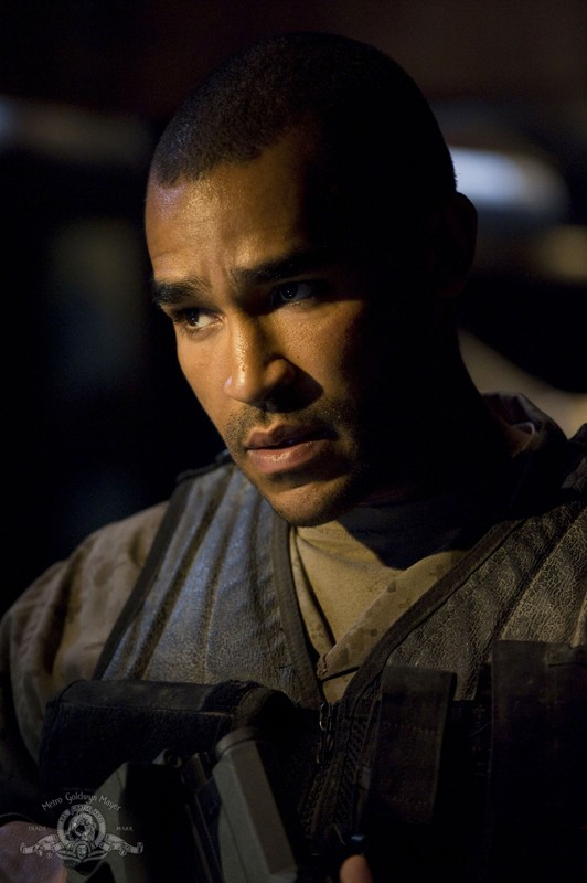 Un primo piano del Sgt. Greer (Jamil Walker Smith) nell'episodio Awakenings di Stargate Universe