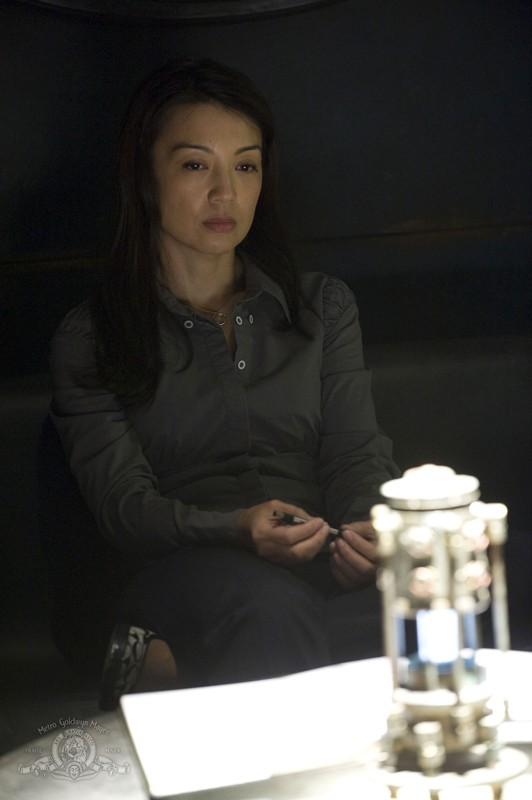 Una pensierosa Camille (Ming-Na) nell'episodio Pathogen di Stargate Universe