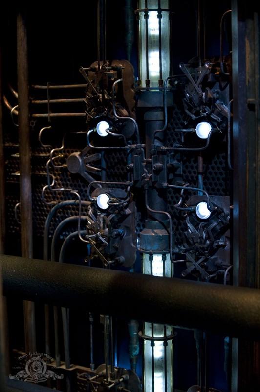 Uno strano meccanismo in una scena dell'episodio Awakenings di Stargate Universe