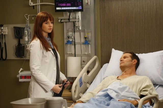 Amber Tamblyn e Jack Coleman in Dr House: Medical Division nell'episodio Office Politics