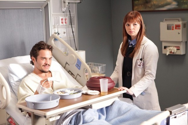 Amber Tamblyn in Dr House: Medical Division nell'episodio Small Sacrifices