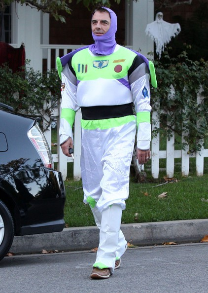 Chris Noth vestito come Buzz Lightyear per Halloween in Brentwood