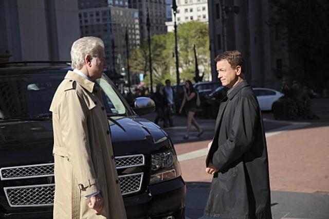John Larroquette e Gary Sinise in CSI: New York nell'episodio Justified