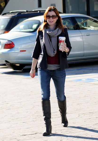 Alyson Hannigan prende un caffè