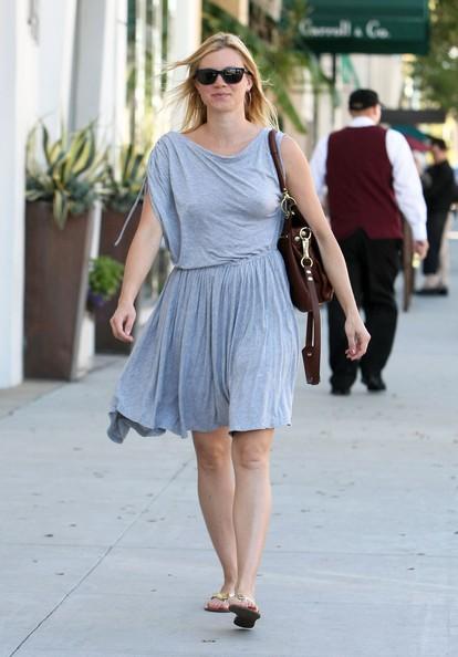 Amy Smart lascia il ristorante E Baldi a Beverly Hills