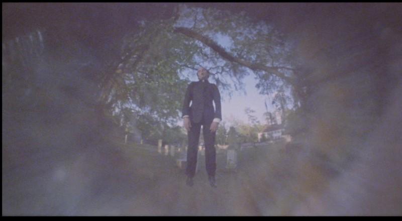 Fabrizio Jovine in una scena del film Paura nella città dei morti viventi