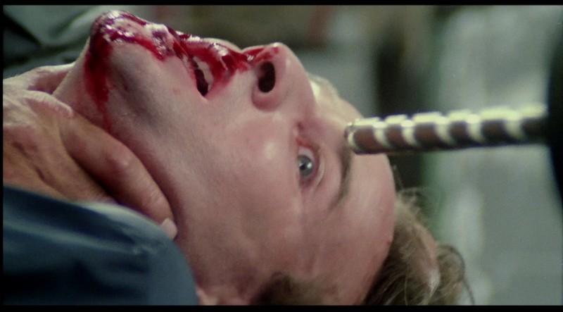 Giovanni Lombardo Radice in una scena del film Paura nella città dei morti viventi