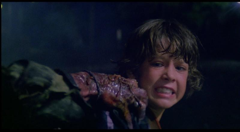 Luca Venantini in una sequenza del film Paura nella città dei morti viventi