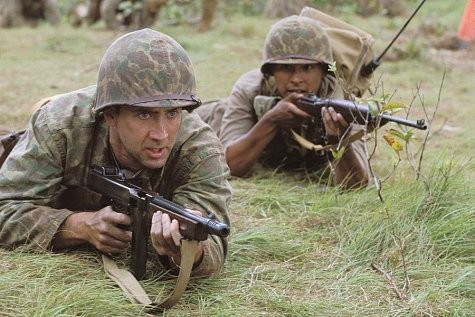 Nicolas Cage con Adam Beach in una scena del film Windtalkers