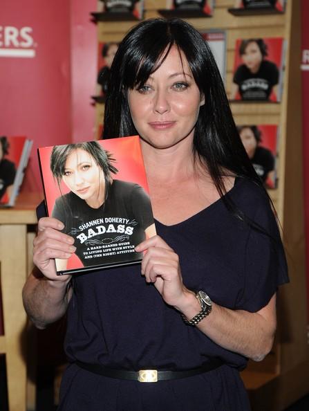 Shannen Doherty promuove il suo libro: 'Badass' al Borders Books & Music a New York