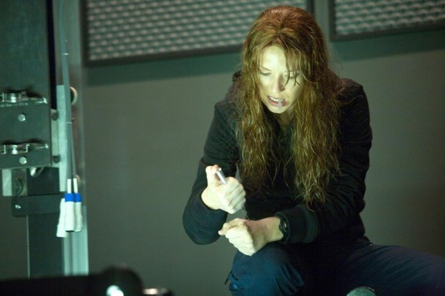 Anna Torv nell'episodio The Abducted di Fringe